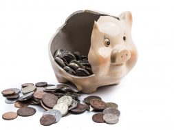 broken-piggy-bank-1472485404YoO